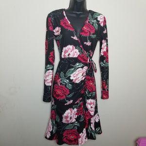 Dresses & Skirts - Floral Long Sleeve Dress M